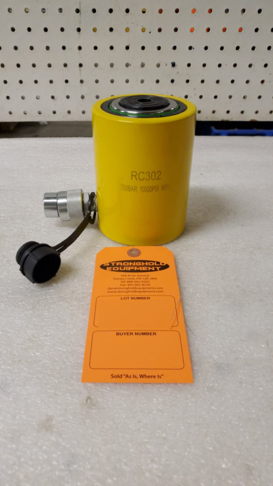 """Lot 38 - RC-302 MINT - 30 ton Hydraulic Jack with 2"""" stroke type cylinder"""