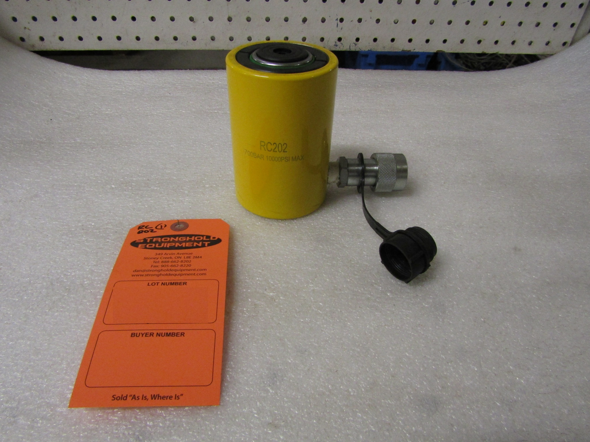 """Lot 33 - RC-202 MINT - 20 ton Hydraulic Jack with 2"""" stroke type cylinder"""