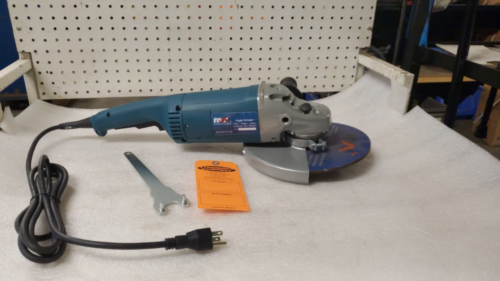 "Lot 22 - BRAND NEW Max 9"" Angle Grinder model G180"