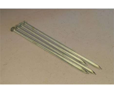 Four glass knitting needles of Nailsea type, 30cm long