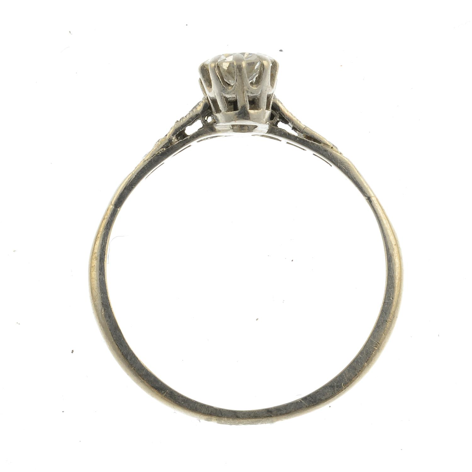 Lot 29 - A diamond two-stone ring.