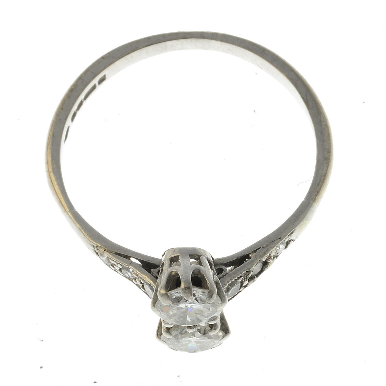 Lot 29 - A diamond two-stone ring.