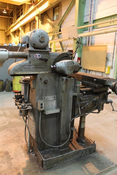 "Lot 17 - Van Norman 10"" X 50"" Universal Milling Machine, M# 22M, S/N 7308 | Location: PM3 2nd Floor Machine"