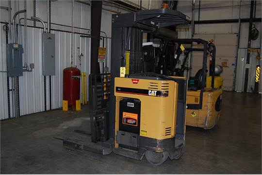 Caterpillar Model NRR 30 Electric Fork Lift This Forklift