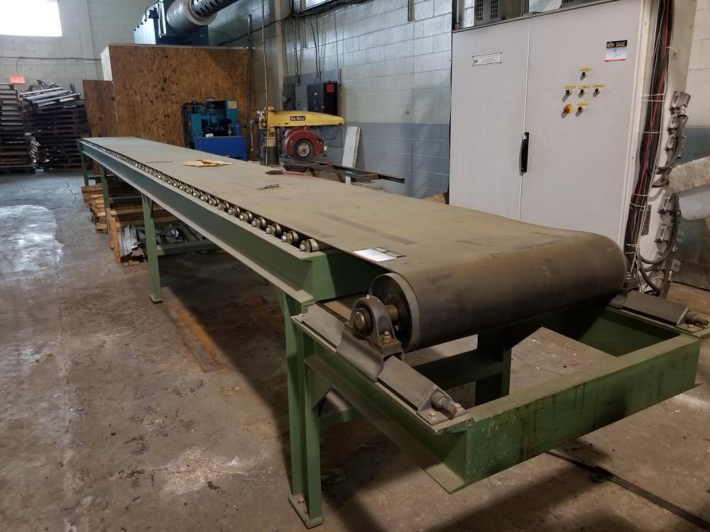 Conveyor with conveyor belt approx. 30 ft. / Convoyeur avec tapis roulant env. 30 pi