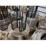 2 Wire assemblies of various sizes / 2 Ensembles de fil de fer de grosseurs variés