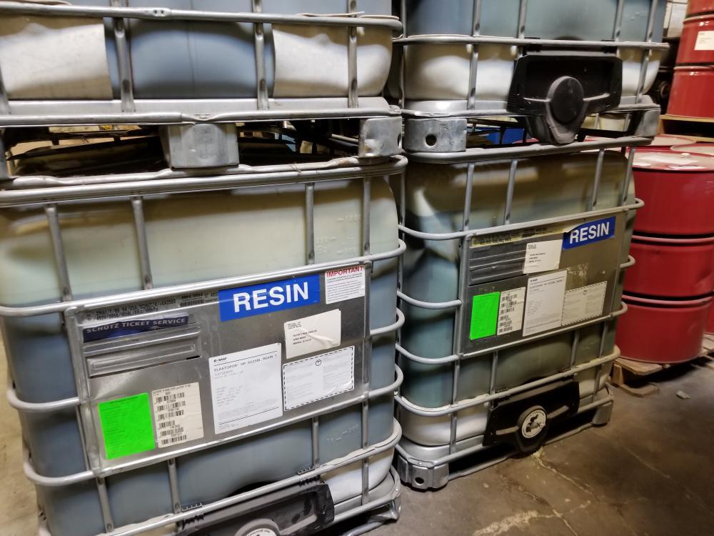 5 Ribs and 2 barrels of resin / 5 Tôtes et 2 barils de résine