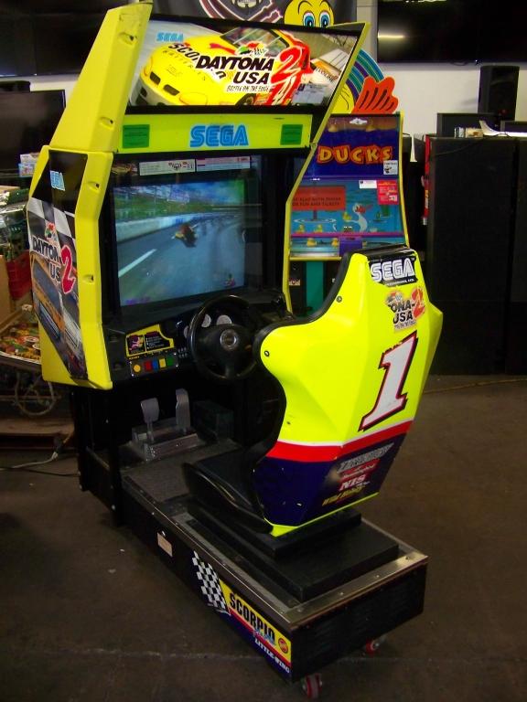 Lot 227 - SEGA DAYTONA USA 2 RACING ARCADE GAME