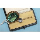 A 9ct gold bar brooch claw set a blue spinel, 3.7g, boxed and an oval brooch set large green/blue