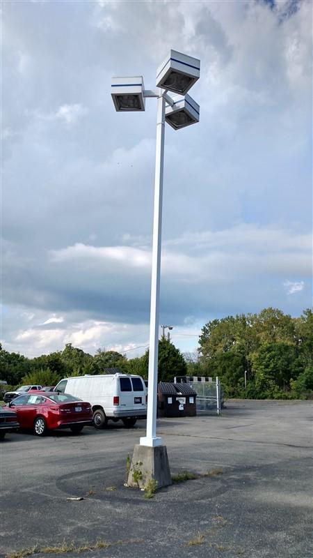 Lot 36 - (1) Light Pole / (3) Lamps - (1 x Bid)