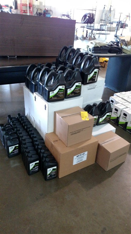 Lot 40 - (75+) NEW Artic Cat 4-Cycle Oil (Assorted): 7.25% Sales Tax charged - (1 x Bid)