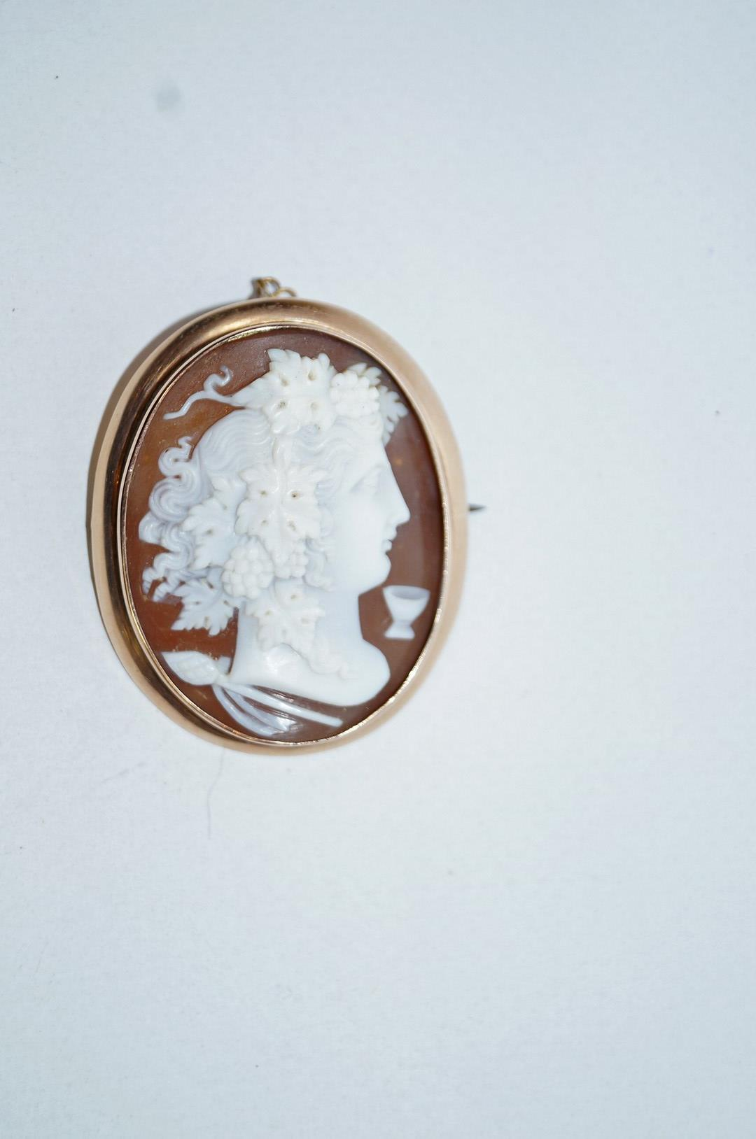 Lot 9 - A Victorian gold and oval shell cameo brooch, unmarked,