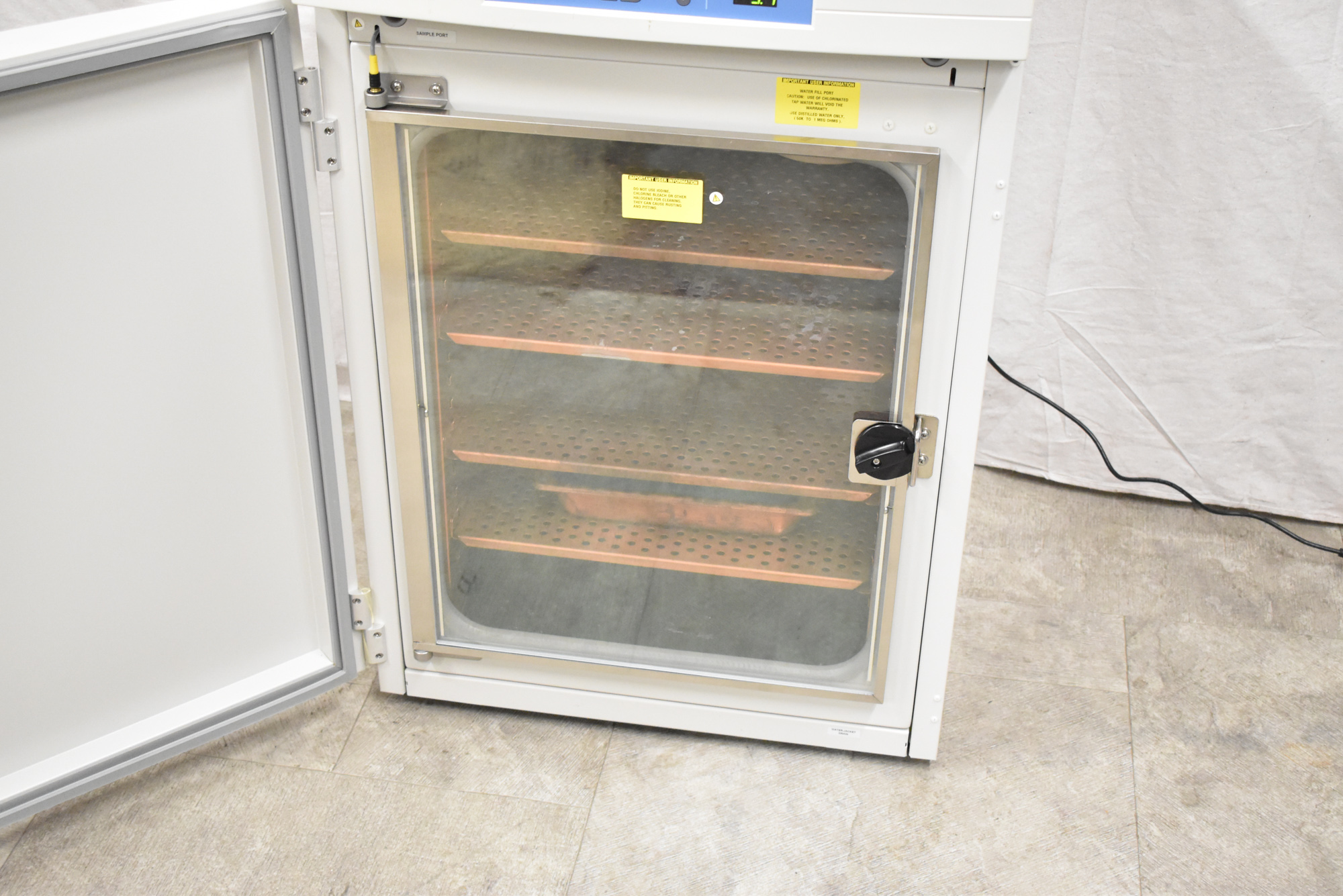 THERMO SCIENTIFIC 3130 FORMA SERIES II WATER JACKET CO2 INCUBATOR WITH DIGITAL MICROPROCESSOR - Image 6 of 8