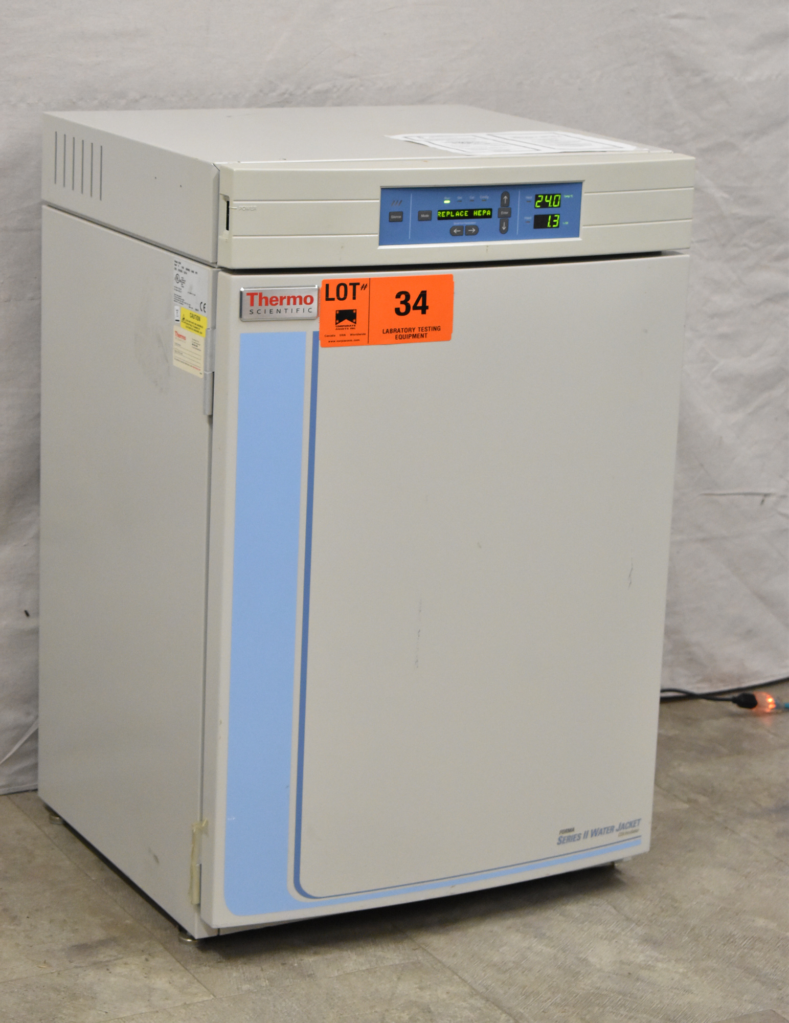 THERMO SCIENTIFIC 3130 FORMA SERIES II WATER JACKET CO2 INCUBATOR WITH DIGITAL MICROPROCESSOR - Image 2 of 8