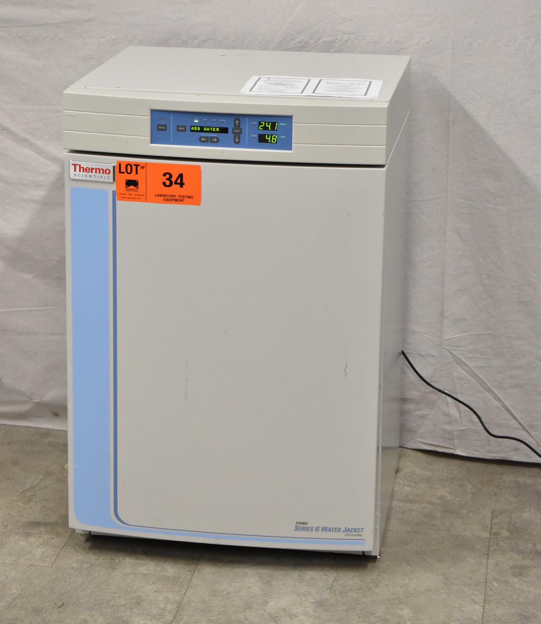 THERMO SCIENTIFIC 3130 FORMA SERIES II WATER JACKET CO2 INCUBATOR WITH DIGITAL MICROPROCESSOR