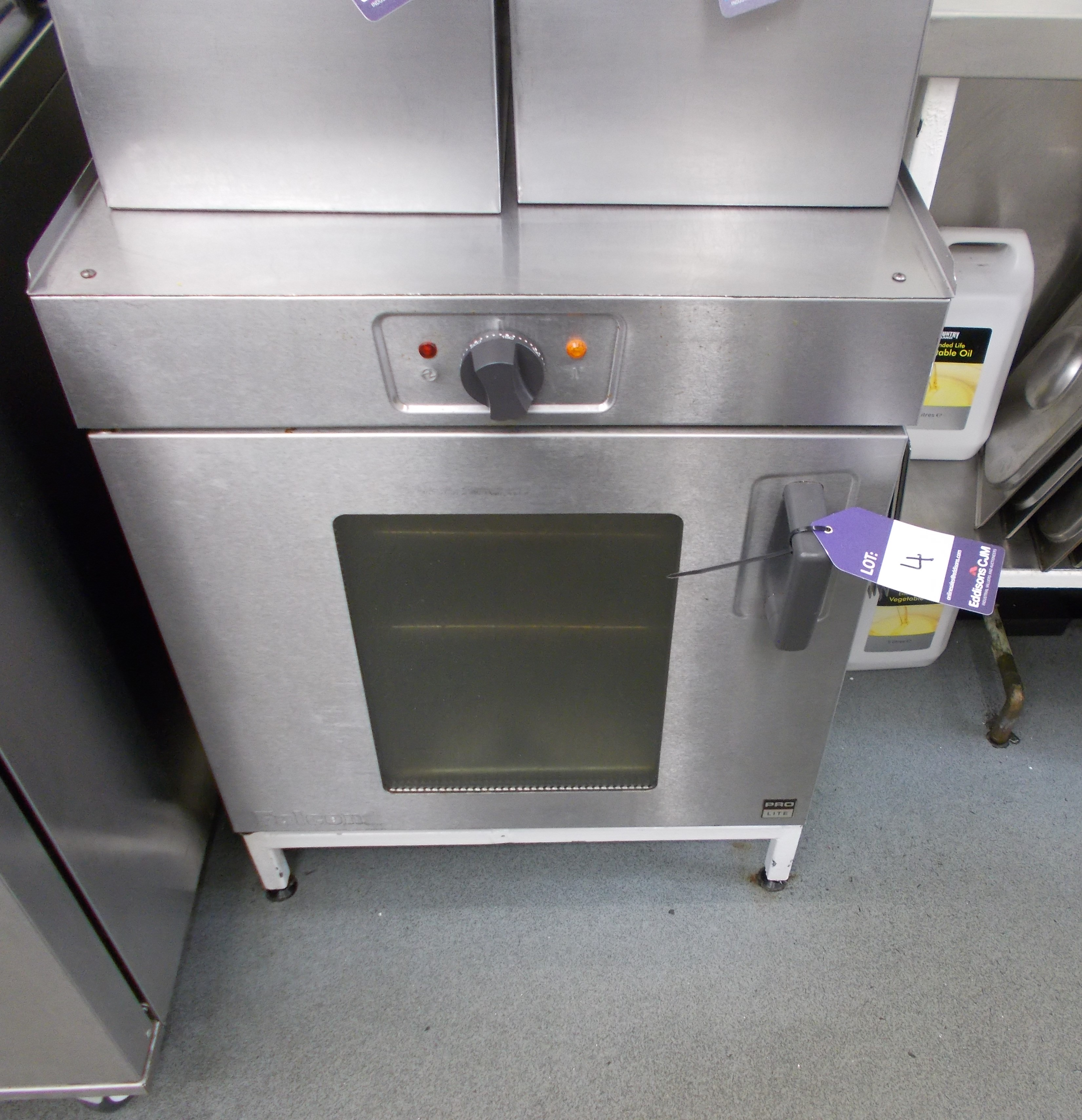 Falcon Pro Lite electric oven. Dimensions: 2ft x 2ft x 2ft 10