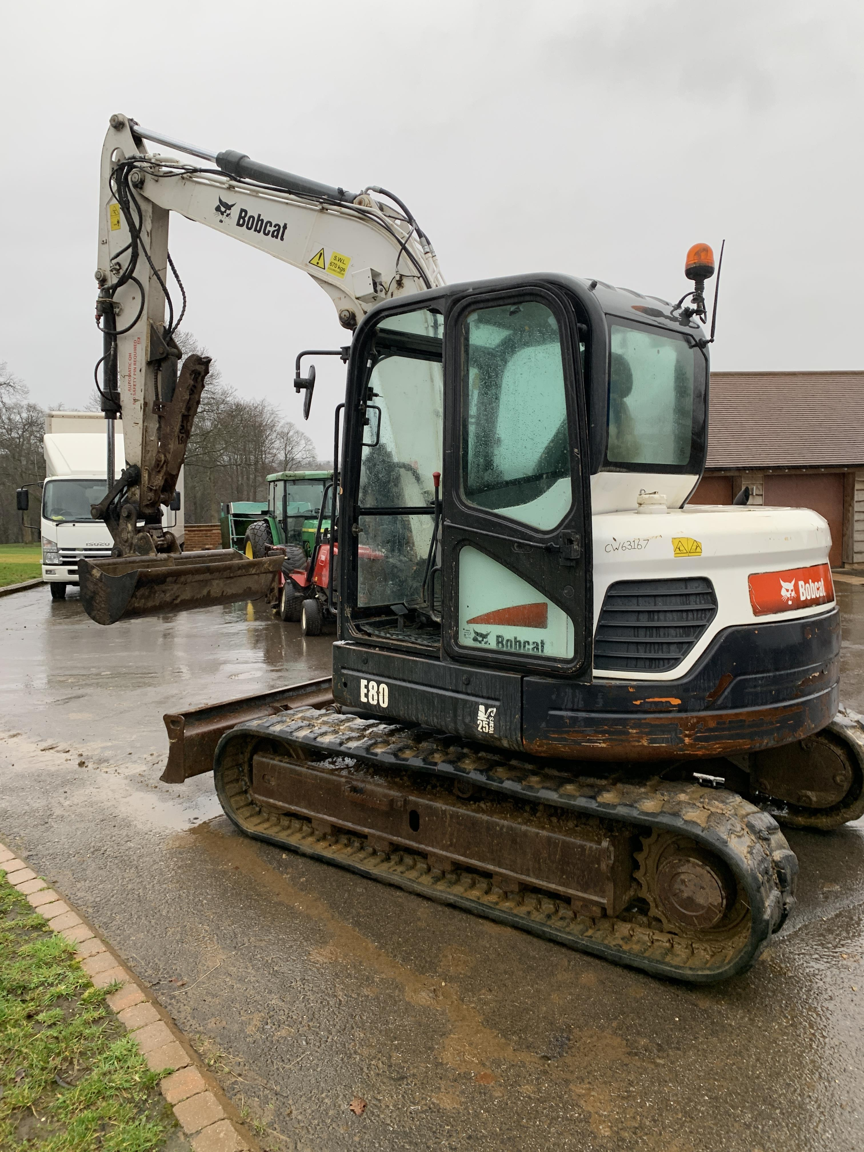 BOBCAT E80 TRACKED CRAWLER EXCAVATOR / DIGGER, C/W HYDRAULIC THUMB, YEAR 2012, RUNS, WORKS AND DIGS - Image 2 of 7