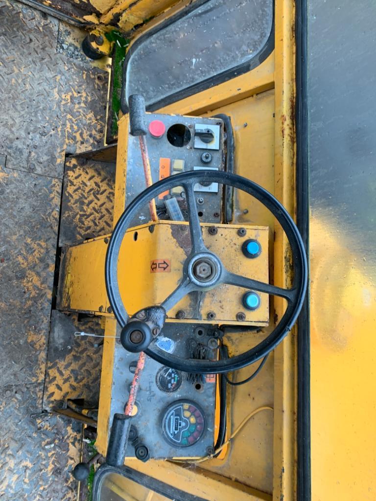 Lot 112 - VIBROMAX 752 VIBRATING ROLLER, STARTS, DRIVES AND VIBRATES *PLUS VAT*
