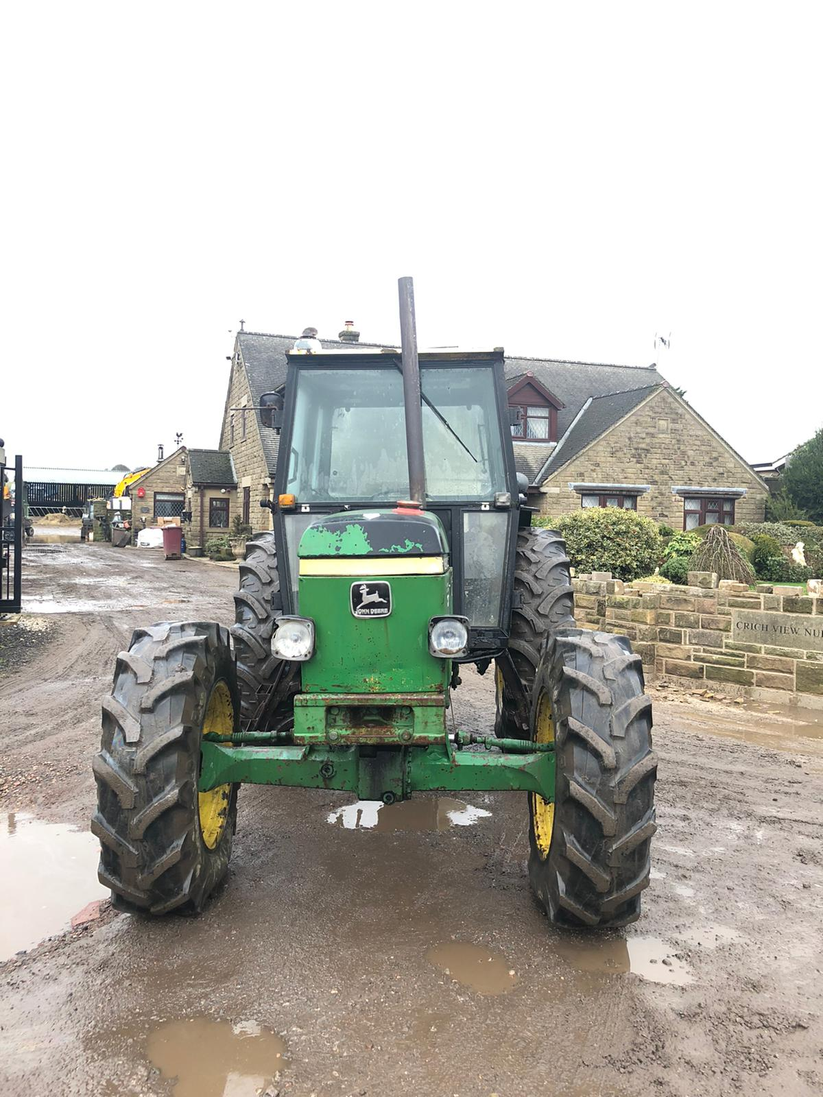 Lot 36 - JOHN DEERE 2140 GREEN / YELLOW TRACTOR, 4 WHEEL DRIVE, RUNS, WORKS AND DRIVES *PLUS VAT*