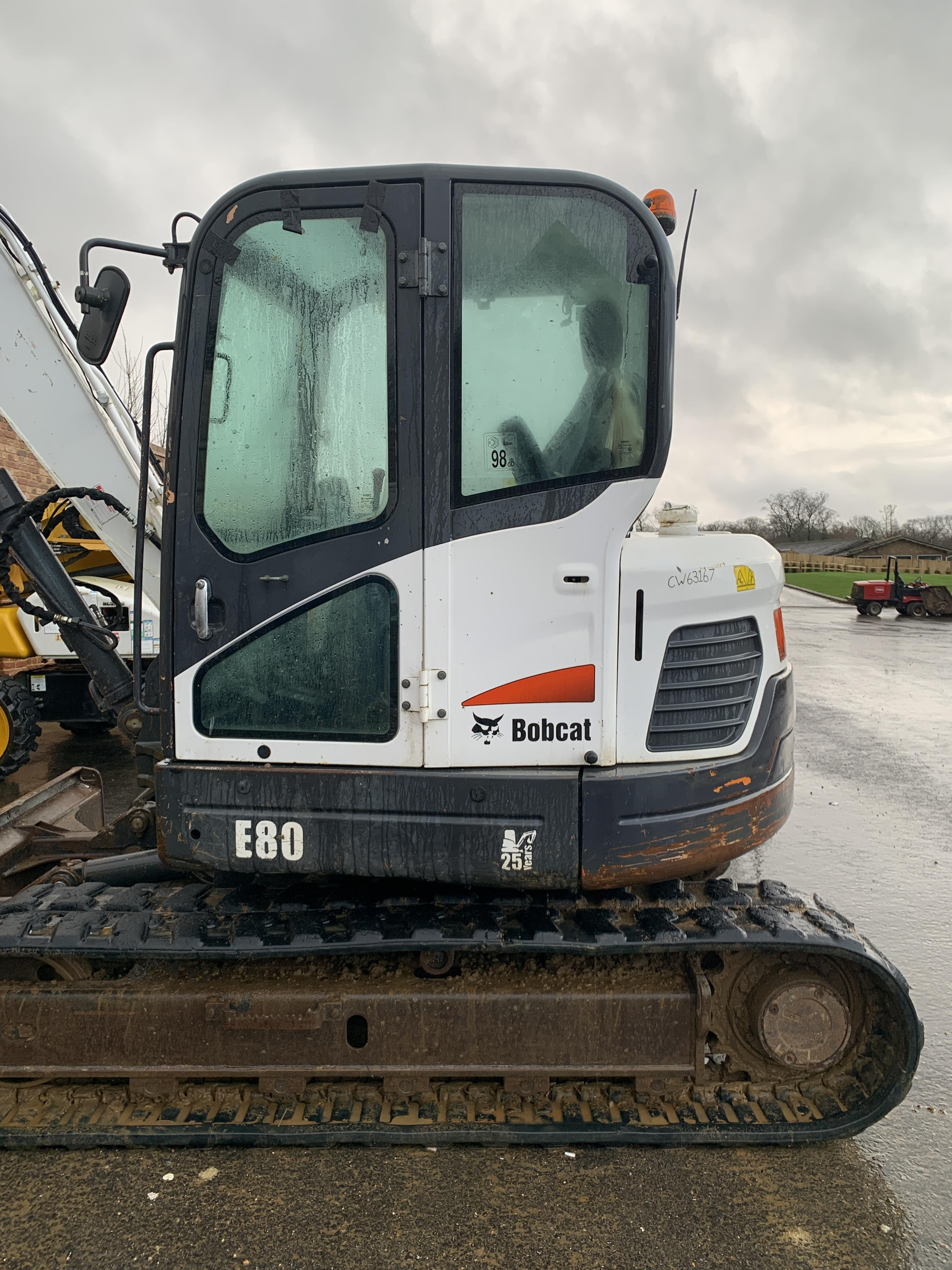 BOBCAT E80 TRACKED CRAWLER EXCAVATOR / DIGGER, C/W HYDRAULIC THUMB, YEAR 2012, RUNS, WORKS AND DIGS - Image 3 of 7
