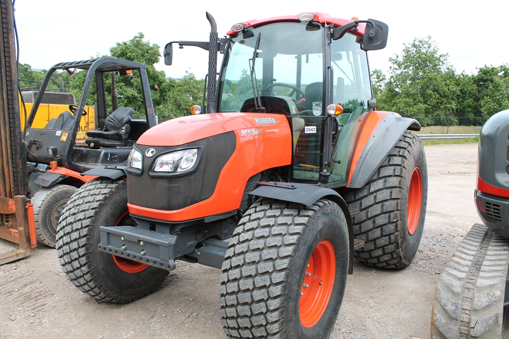4 Door Tractor : Kubota m  cc door tractor reg no sp eja d f