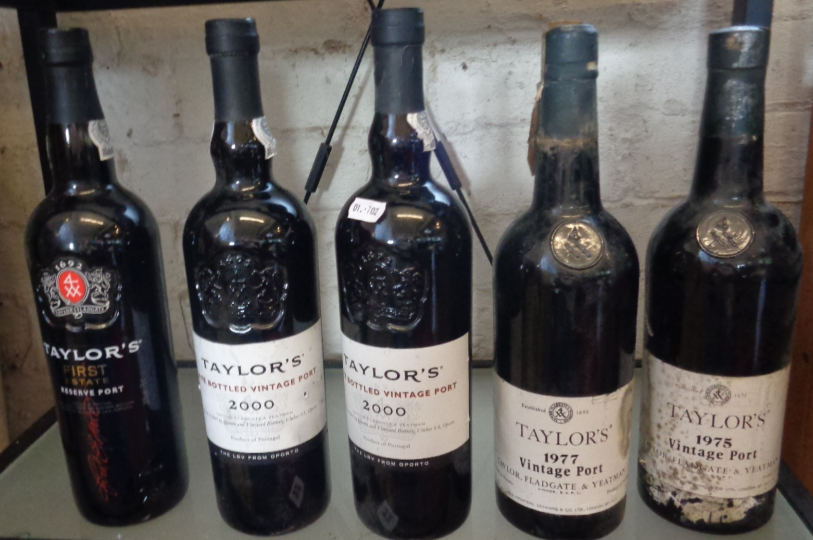 Lot 22 - Five bottles of Taylor's vintage port - First Estate Reserve, 2000 x 2, 1977 and 1975