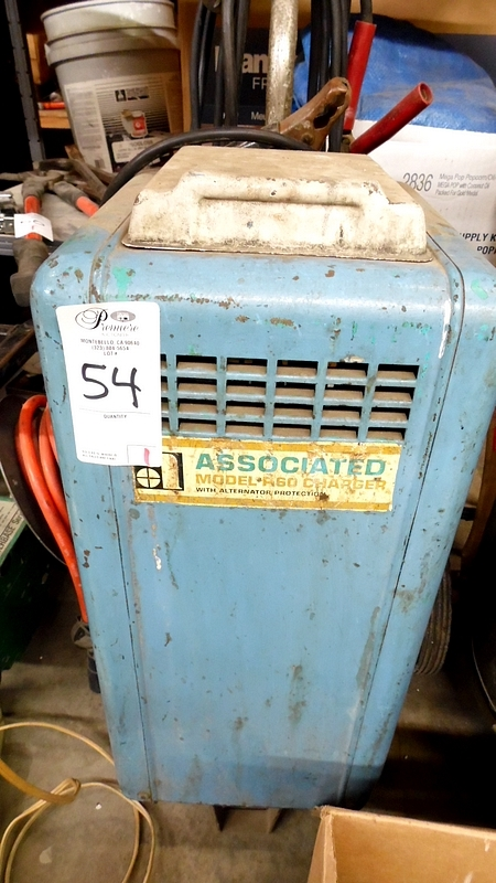 Lot 54 - ASSOCIATED R60 CHARGER