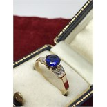 STUNNING BLUE SAPPHIRE & DIAMOND RING SET IN 18ct GOLD