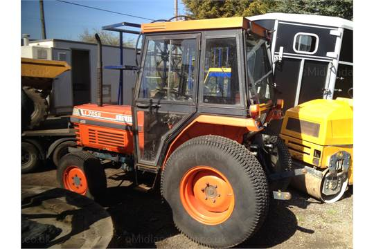 DS - KUBOTA L2850 D TRACTOR WITH CAB GROSS VEHICLE WEIGHT