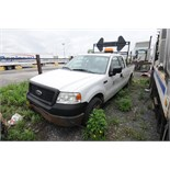 FORD (2006) F150 XL PICKUP TRUCK WITH 5.4 LITER V8 GAS ENGINE, RWD, AUTO, DIRECTIONAL FLASHING