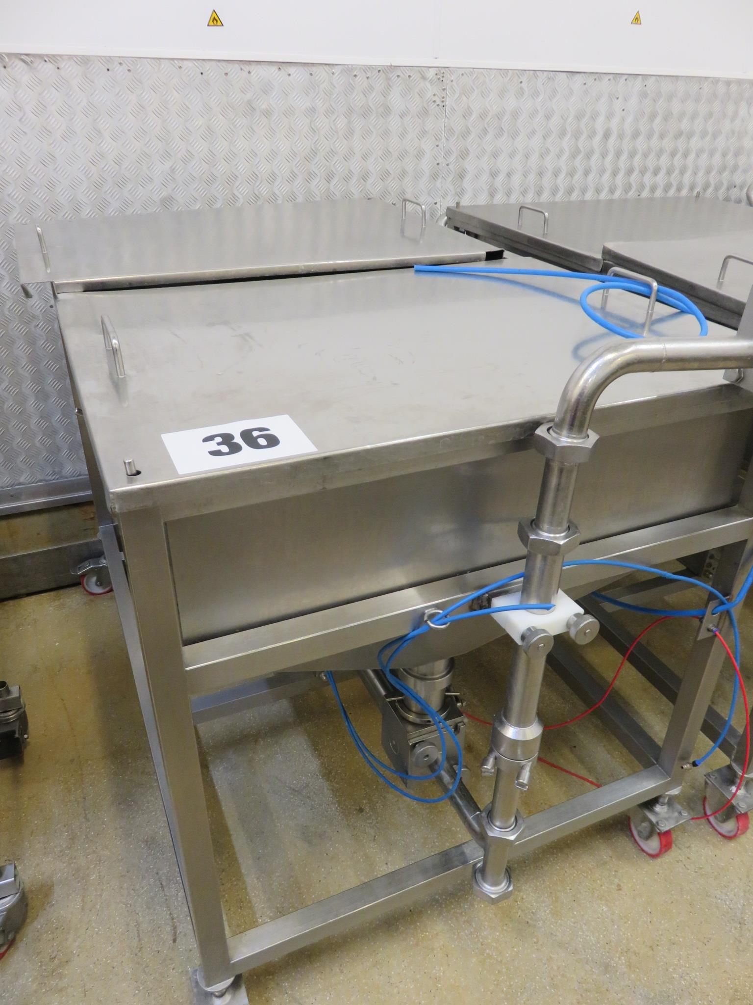 Lot 36 - Apple Depositor Model MR900, Low Level. Hopper 1400 x 950 x 500 mm deep. Mobile on whe. Lift out £35