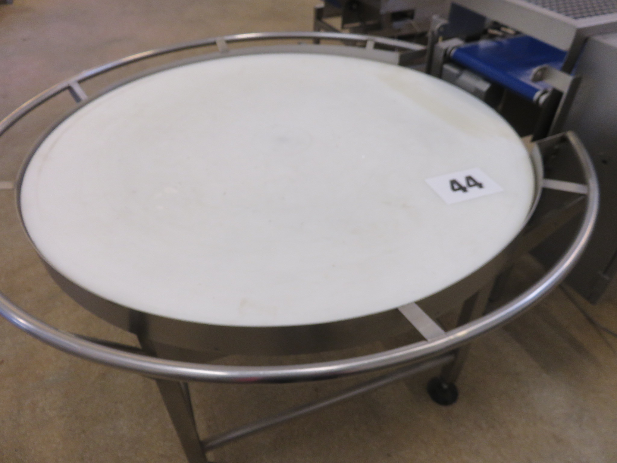 Lot 44 - Lazy Susan S/s with neoprene top. 1200mm diameter. Lift out £40