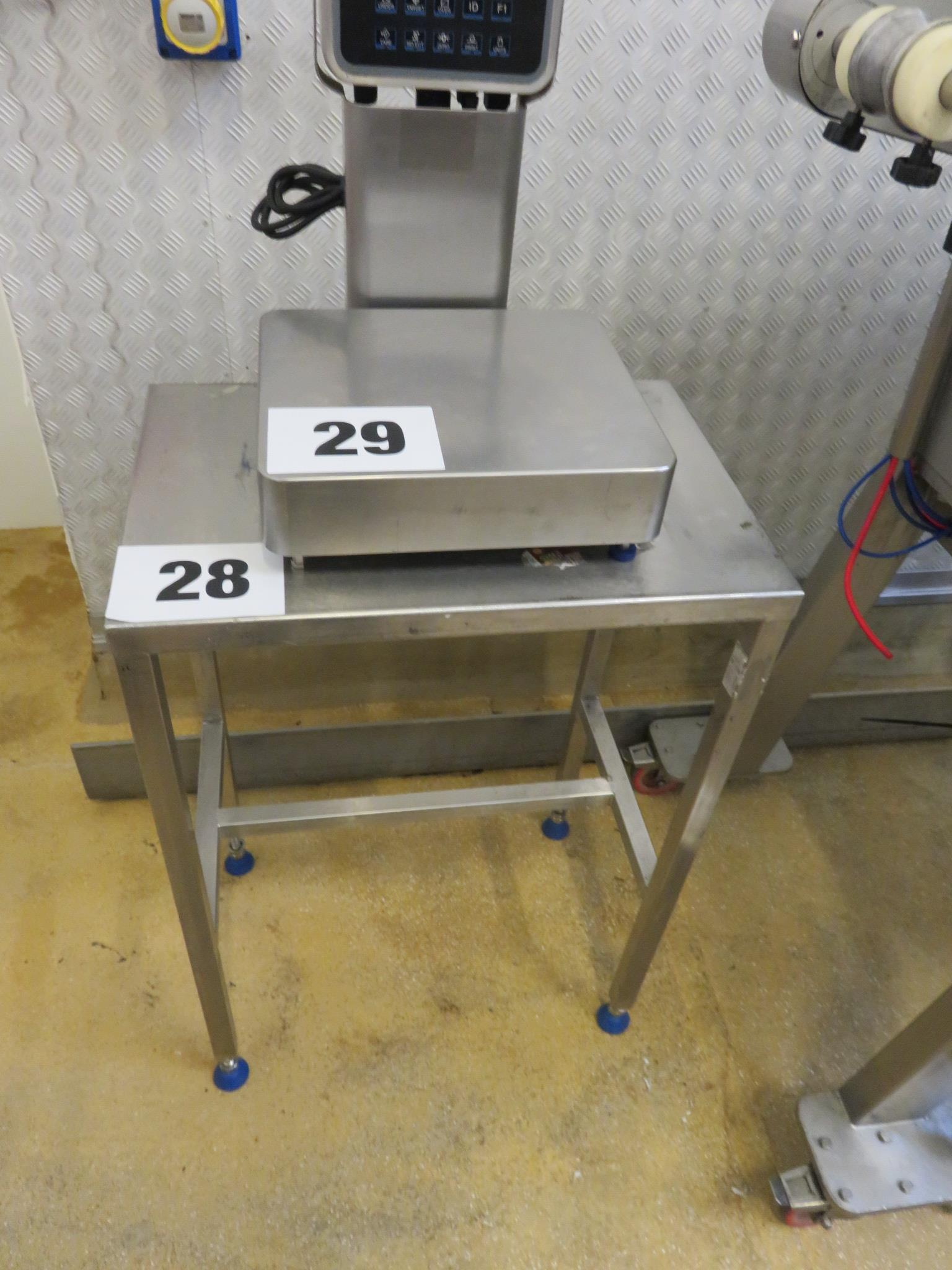 Lot 28 - S/s Table 600 x 400 mm. Lift out £10